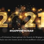 Illustration vectorielle Sur un fond noir, 2021 en doré, le O est un cadre d'horloge, tout scintille d'étoiles dorées et jaunes tout autour des chiffres, il etait écrit la Fédération Francophone des Sourds de Belgique vous souhaite une tres bonne année et meilleurs voeux pour 2021